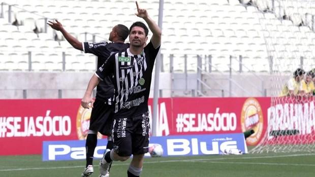 Ricardinho comemora gol do Ceara contra o Sport (Foto: Lc Moreira / Agência estado)
