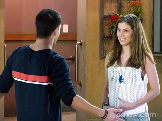 Bianca vai atrás de Duca e fala para passarem a noite juntos (Foto: Malhação / TV Globo)
