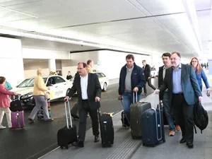 Governador e comitiva no aeroporto de Frankfurt, na Alemanha (Foto: Luiz Chaves/Palácio Piratini)