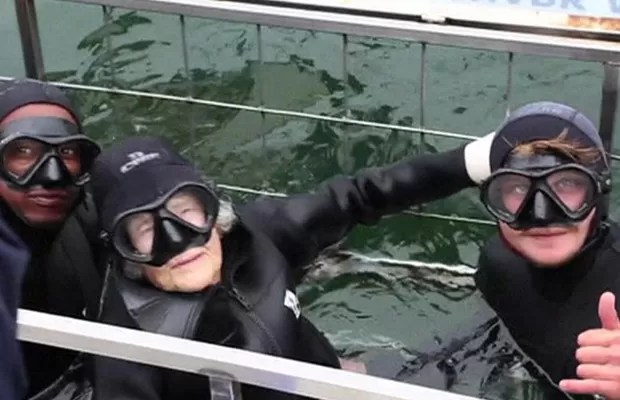 Bisavó centenária enfrentou as águas geladas da África do Sul  (Foto: BBC)