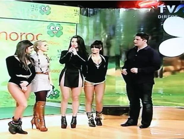 Segundo jornais locais, cantora estaria sem calcinha (Foto: Reprodução)