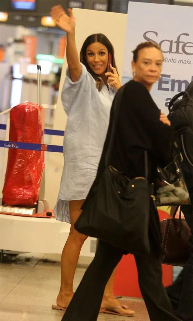 Ivete Sangalo embarca no Aeroporto Santos Dumont (RJ) (Foto: Thiago Martins / AgNews )