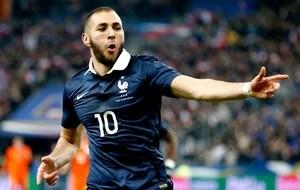 Benzema comemoração França contra Holanda (Foto: Reuters)
