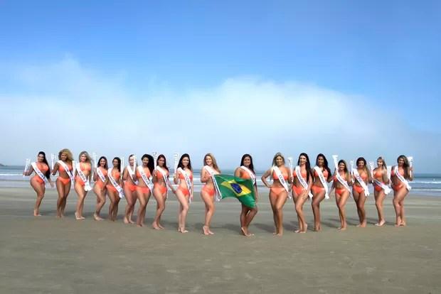 Candidatas a Miss Bumbum posam de topless e com 'tocha olímpica'