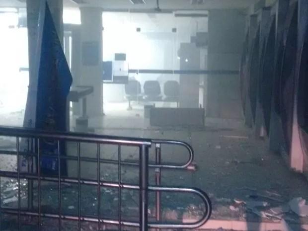 Assalto a banco em Barreiros (Foto: Danilo Cesar/TV Globo)