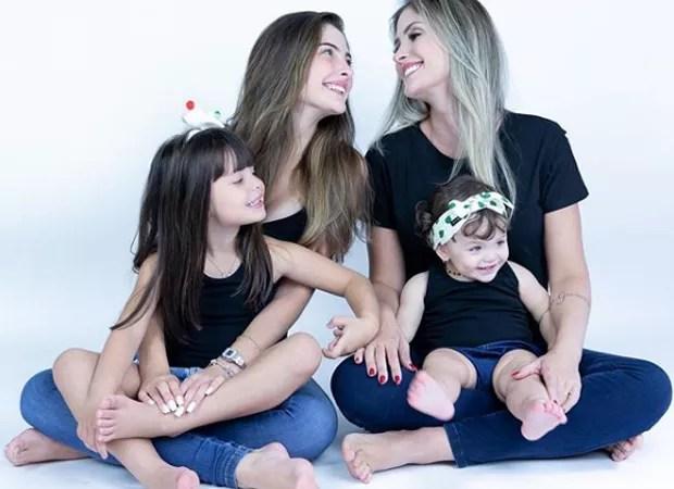 Thais Machado com as filhas Giovanna, Valentina e Helena (Foto: Reprodução/Instagram)