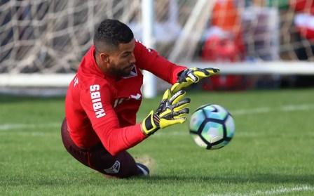 Renan Ribeiro ainda não chegou a um acordo sobre a renovação de contrato (Foto: Rubens Chiri / site oficial do SPFC)