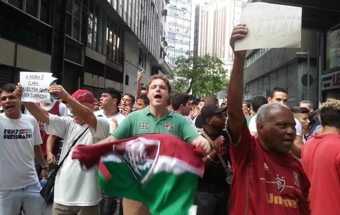torcedores Fluminense julgamento STJD (Foto: Thales Soares)