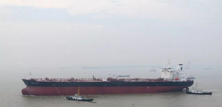 """Foto de arquivo mostra a embarcação norueguesa """"Front Altair"""", que teria sido atacada nesta quinta-feira (13) no golfo de Omã. — Foto: Handout / Hand-Out / AFP"""