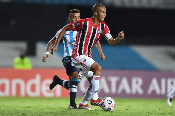 Miranda em Racing x São Paulo — Foto: Staff images /CONMEBOL