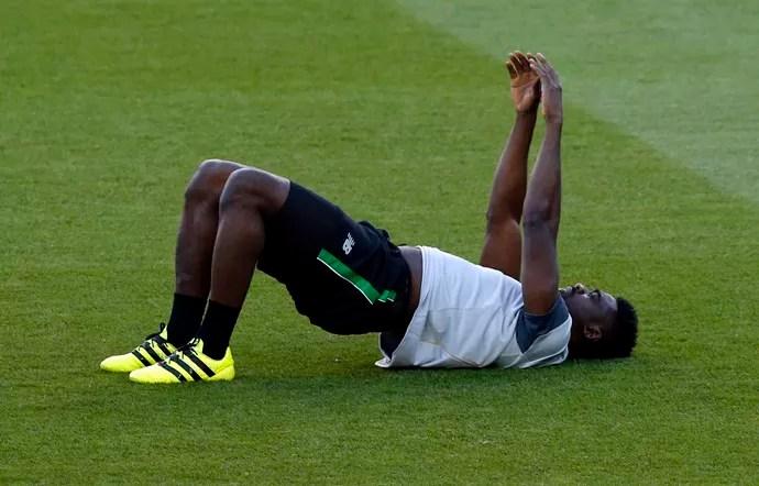 Kolo Touré no treino do Celtic (Foto: AP Photo/Manu Fernandez)