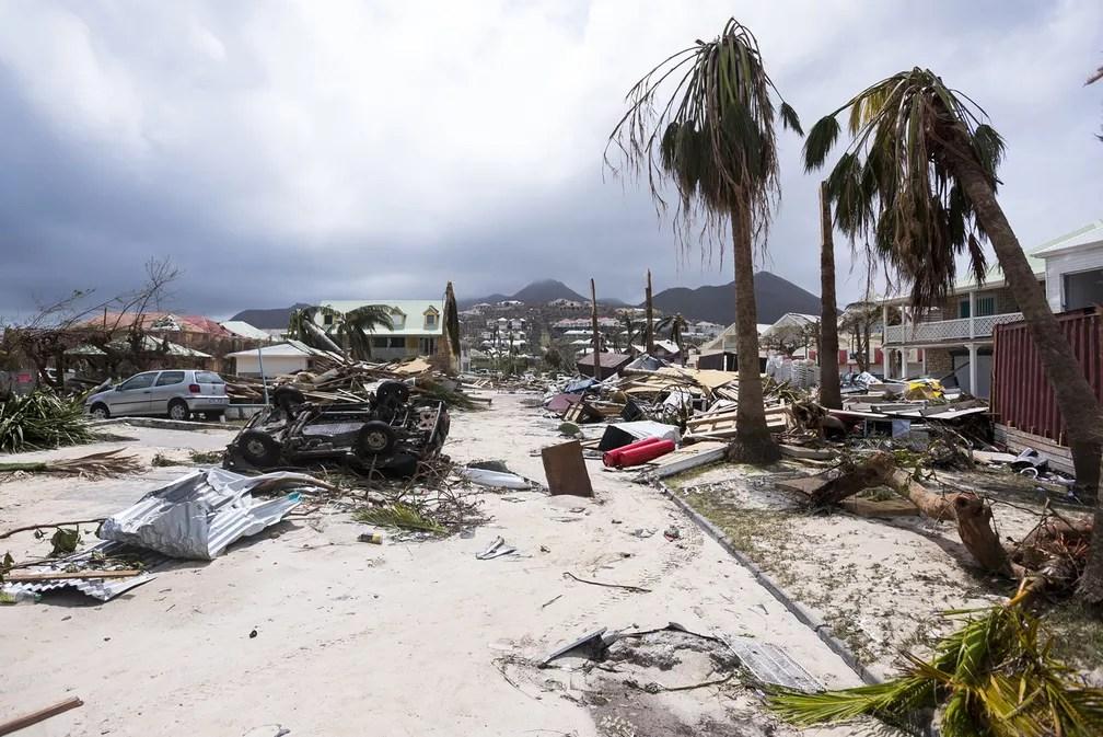 Destruição na Ilha de Saint Martin, no Caribe, após passagem do furacão Irma (Foto: Lionel Chamoiseau/AFP)