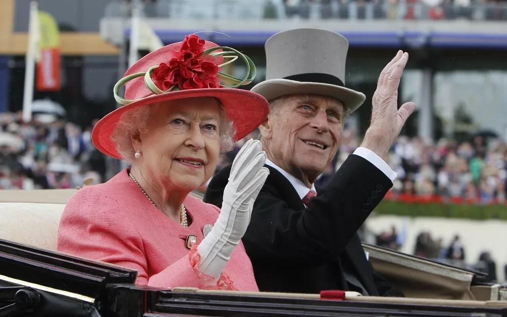 Rainha Elizabeth e o marido Philip em 2011 (Foto: Alastair Grant/AFP)
