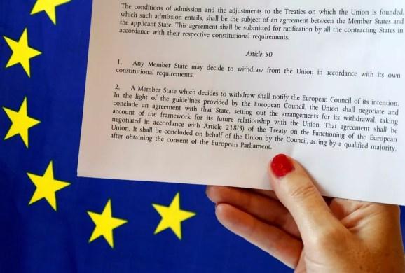 Artigo 50 da União Europeia traz os passos que um país deve seguir para se afastar da União Europeia (Foto: Francois Lenoir/Reuters)