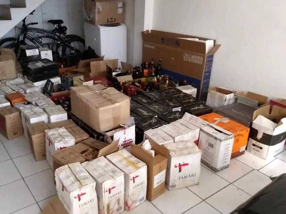 Bebidas contrabandeadas foram apreendidas em Balneário Camboriú. (Foto: PF/Divulgação)