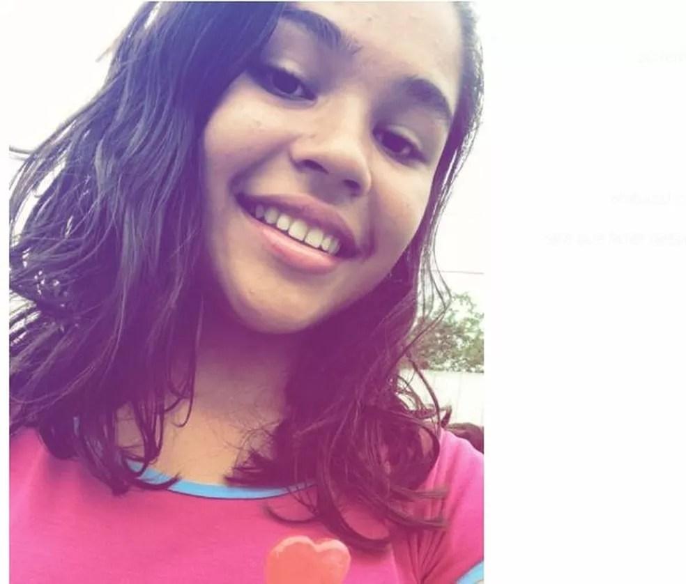 Estudante foi achada morta dentro de casa abandonada em Cruzeiro do Sul no domingo (3) (Foto: Arquivo da família)
