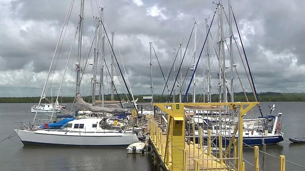 Franceses velejaram em barcos diferentes, mas navegaram juntos — Foto: Reprodução/TV Cabo Branco