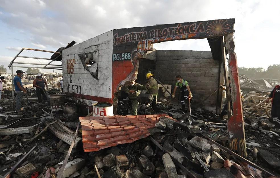Acidente ocorreu no mercado mais famoso de fogos de artifício no México. (Foto: Eduardo Verdugo/AP)