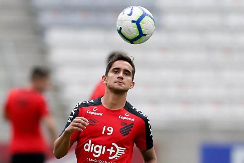 Everton Felipe disputou a última temporada por empréstimo ao Athletico — Foto: Albari Rosa/Gazeta do Povo