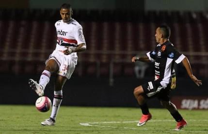 Bruno Alves tem sido titular do São Paulo (Foto: Rubens Chiri/SPFC)