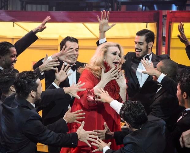Rogéria brilha em esquete e recebe homenagem no Divertics (Foto: Raphael Dias / TV Globo)