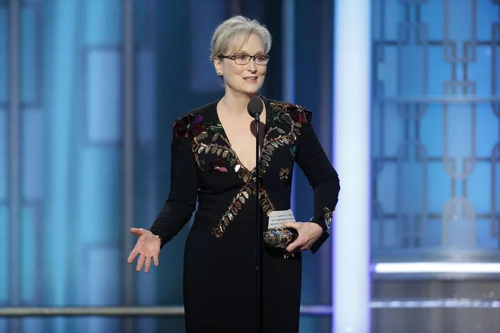 Meryl Streep recebe o troféu Cecil B. DeMille pelo conjunto da obra no Globo de Ouro 2017 (Foto: Paul Drinkwater/NBC via AP)