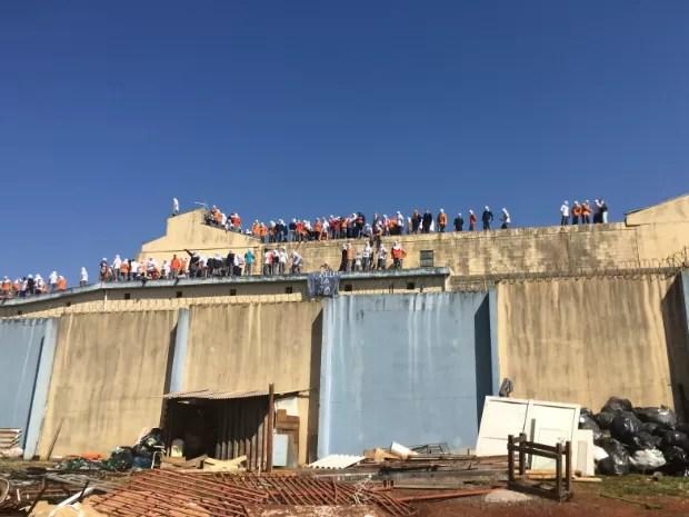 Presos da Penitenciária Estadual de Cascavel  começaram a rebelião na manhã de domingo (24) (Foto: Sindarspen / Divulgação)