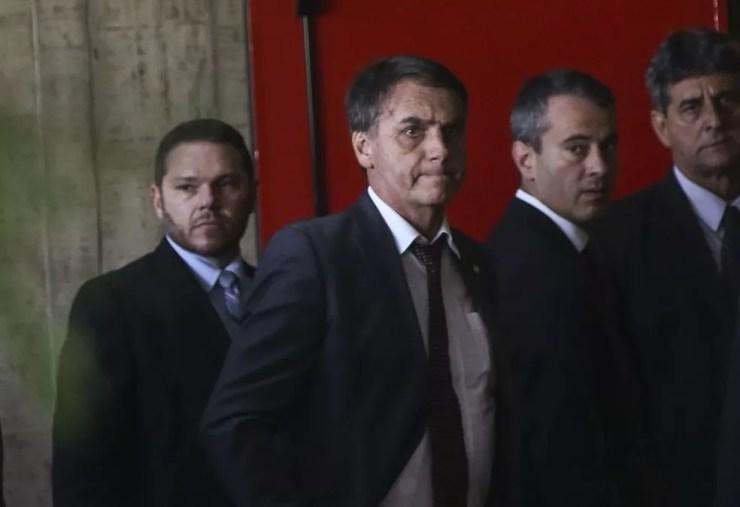 Presidente eleito, Jair Bolsonaro, na chegada ao CCBB para reuniões no gabinete de transição nesta terça (13) — Foto: Antonio Cruz/Agência Brasil