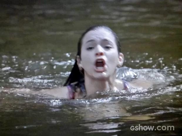 Luiza se afoga no haras de Shirley (Foto: Em Família/ TV Globo)
