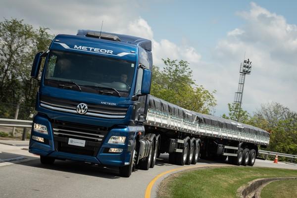 Os caminhões usam a base do MAN TGX, mas com design da Volkswagen — Foto: Divulgação