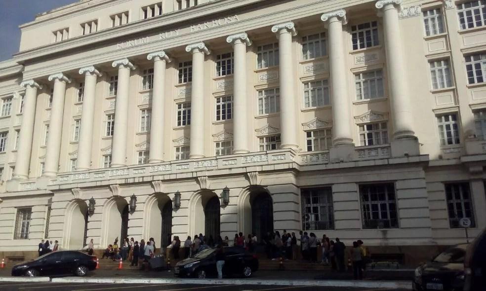 Julgamento de Kátia Vargas começou nesta terça-feira (5), no fórum Ruy Barbosa, em Salvador (Foto: Danutta Rodrigues/ G1)