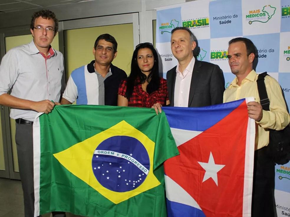 Profissionais cubanos que chegaram à Paraíba em 2015, no início do programa Mais Médicos — Foto: Ricardo Puppe/Secom-PB
