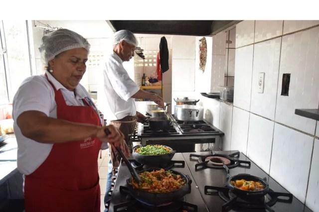 Há vagas para auxiliar de cozinha no Sine de Cacoal (Foto: Fred Loureiro/ Secom-ES)