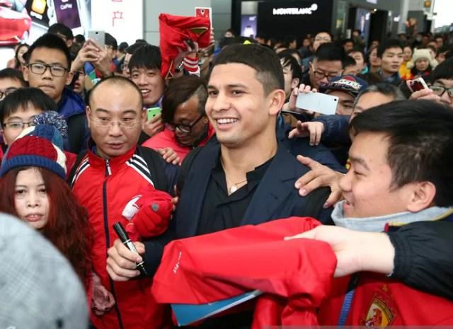 Elkeson despedida Guangzhou (Foto: Reprodução / Sina.com)