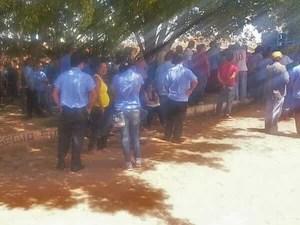 Rodoviários participam de assembleia no DF pedindo cumprimento de acordo que previa demissão (Foto: Isabella Formiga/G1)