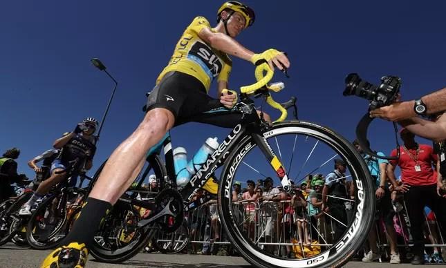 Chris Froome é o gigante do Tour de France, o dono da camisa amarela que vai em busca de seu tricampeonato na volta ciclística mais importante do mundo