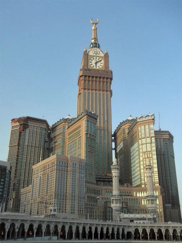 O complexo do hotel visto a partir da mesquita Masjid al-Haram. (Foto: King Eliot/Creative Commons)