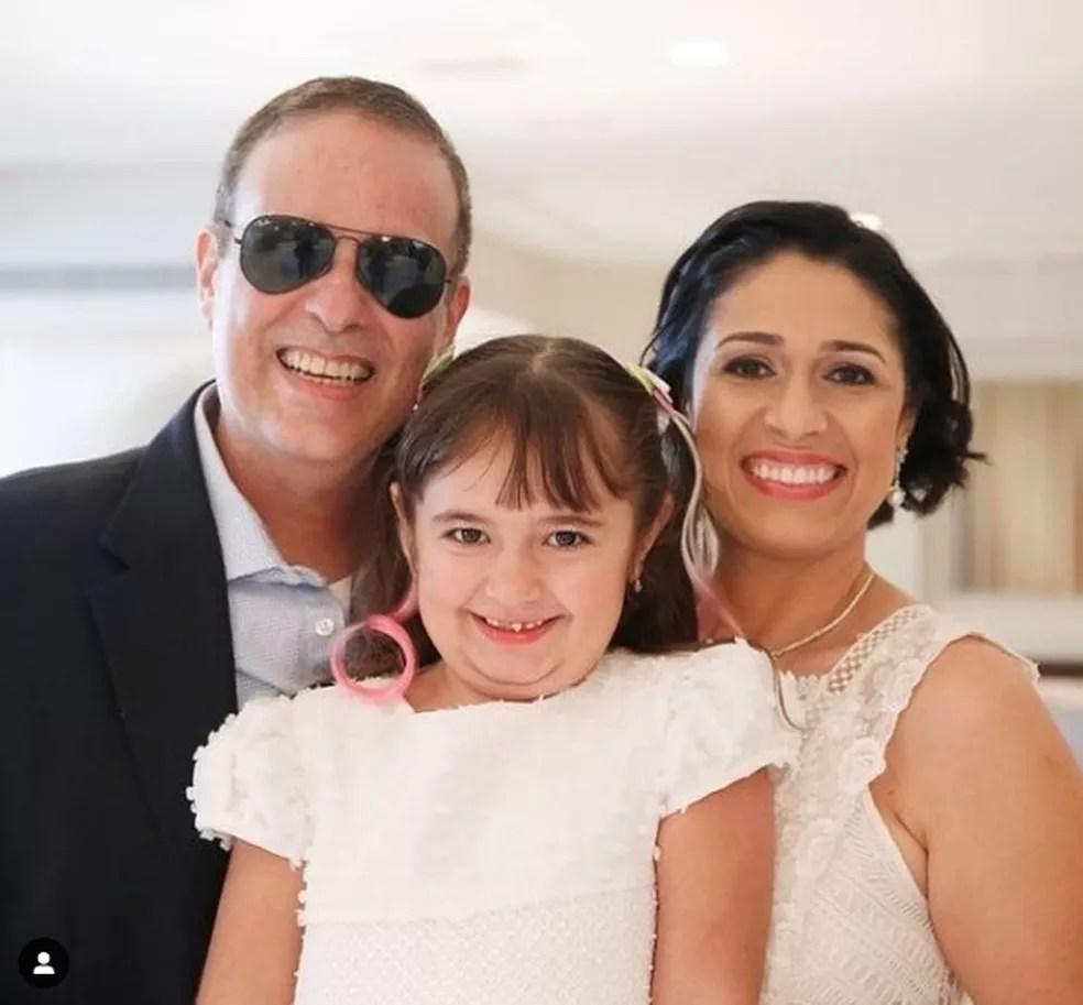 O produtor musical Dudu Braga, filho de Roberto Carlos, ao lado da filha Laura e da esposa Valeska Braga. — Foto: Reprodução/Instagram
