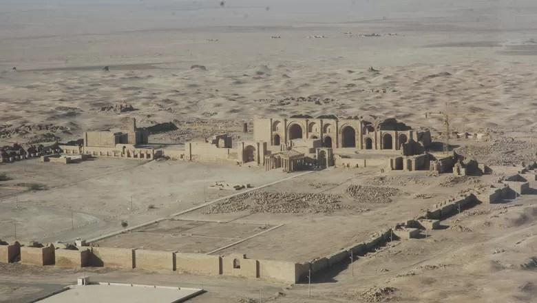 O grupo extremista também destruiu a cidade histórica de Hatra, construída entre os rios Eufrates e Tigres (Foto: Creative Commons/Multi-National Corps Iraq Public Affairs)