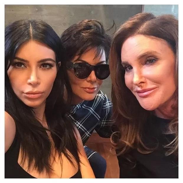 Kim Kardashian com os pais, Kris Jenner e Caitlyn Jenner (Foto: Reprodução/Instagram)