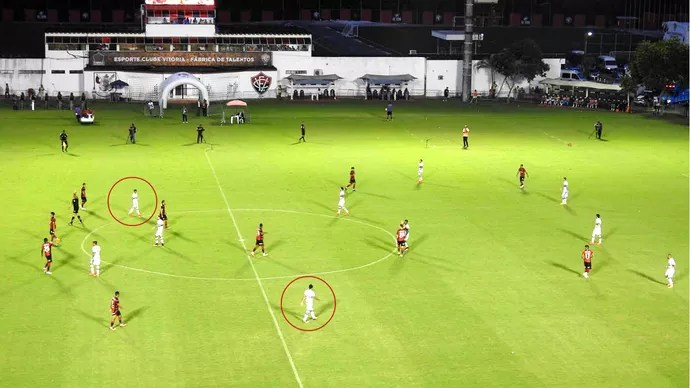 No final, Daniel e Robson jogaram como pontas, com Chavez e Gilberto mais avançados (Foto: GloboEsporte.com)