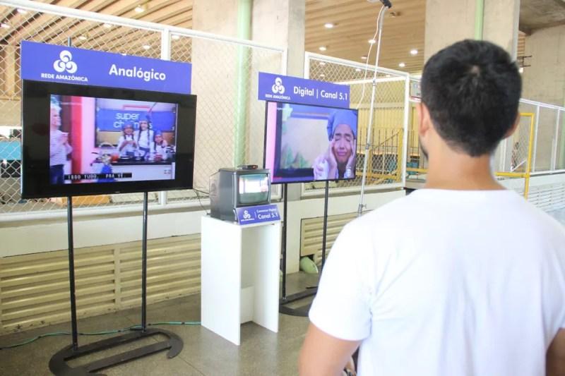 Público pôde tirar dúvidas sobre o fim do sinal analógico (Foto: Matheus Castro/Rede Amazônica)