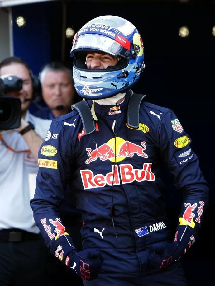 Daniel Ricciardo comemora pole no GP de Mônaco (Foto: AFP)