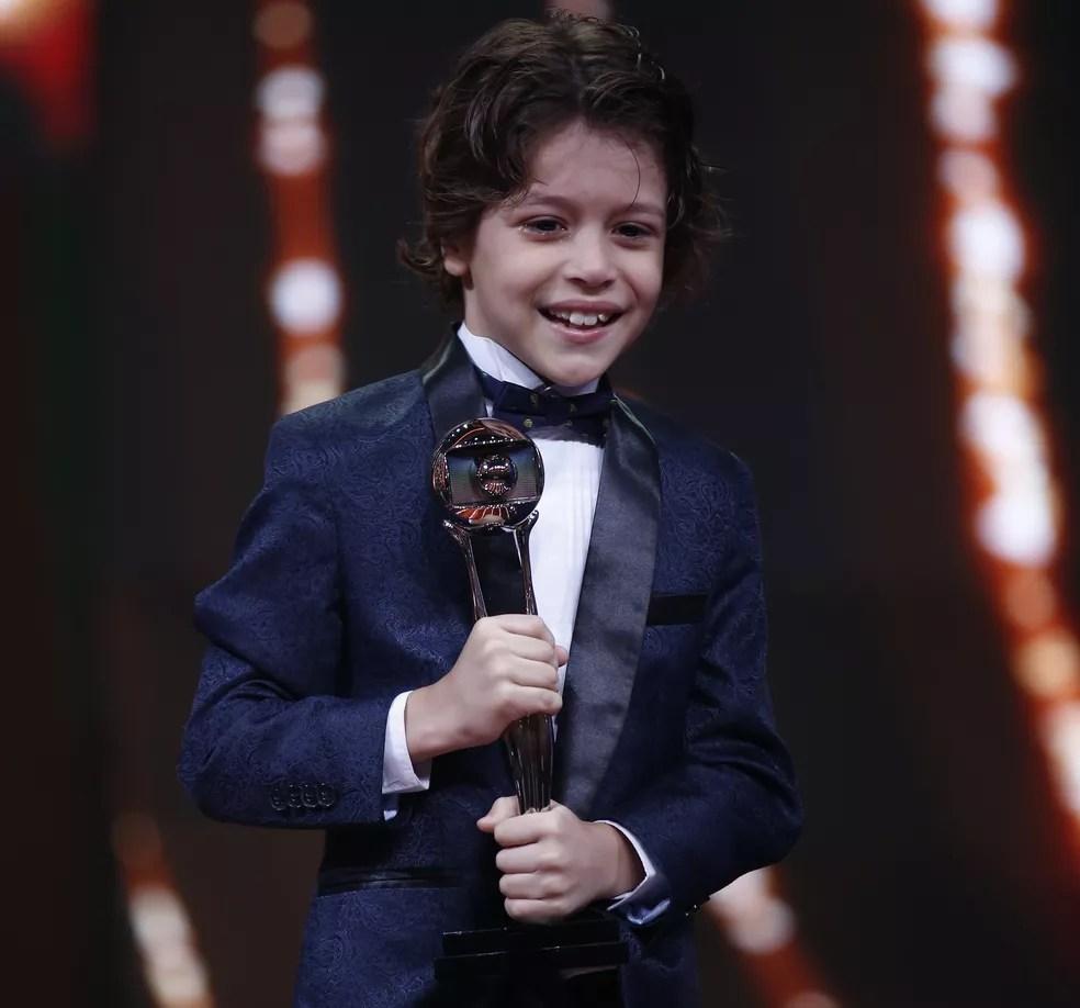 João Bravo levou o troféu na categoria Ator/Atriz Mirim (Foto: Artur Meninea / Gshow)