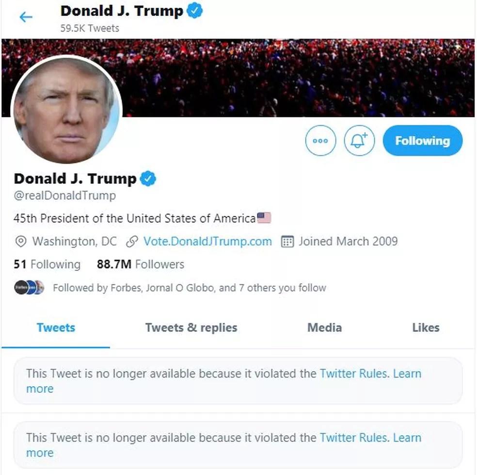 Perfil de Trump no Twitter mostrava dois posts removidos após apoiadores do presidente invadirem o Congresso dos EUA — Foto: Reprodução/Twitter