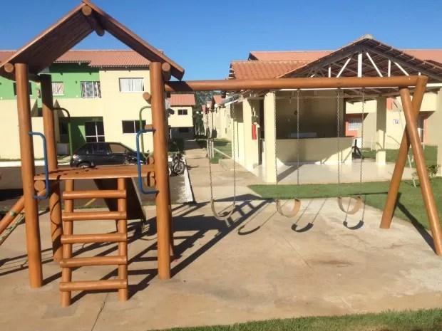 Parquinho do condomínio onde crianças teriam sido agredidas por idoso de 86 anos e mulher em Campo Grande MS (Foto: Nadyenka Castro/G1 MS)