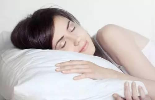 教你睡五分鐘等於六鐘頭,值得收藏一輩子的秘密 - 讀讀