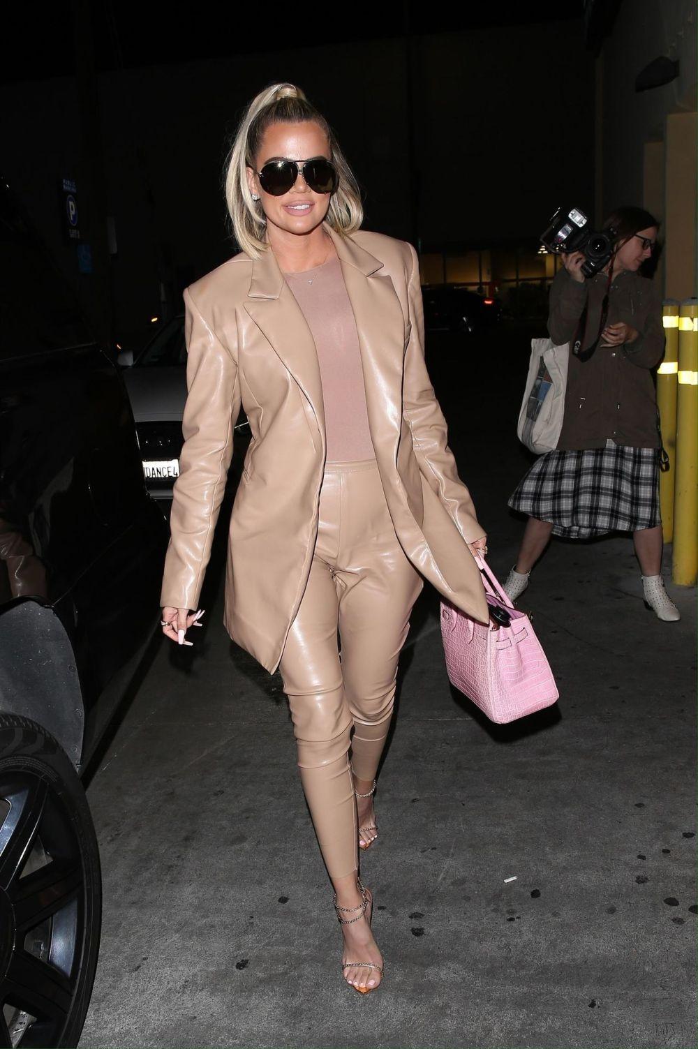 Khloe Kardashian in a glamor version - the celebrity chose a favorite pink Birkin bag with a beige, shimmering suit