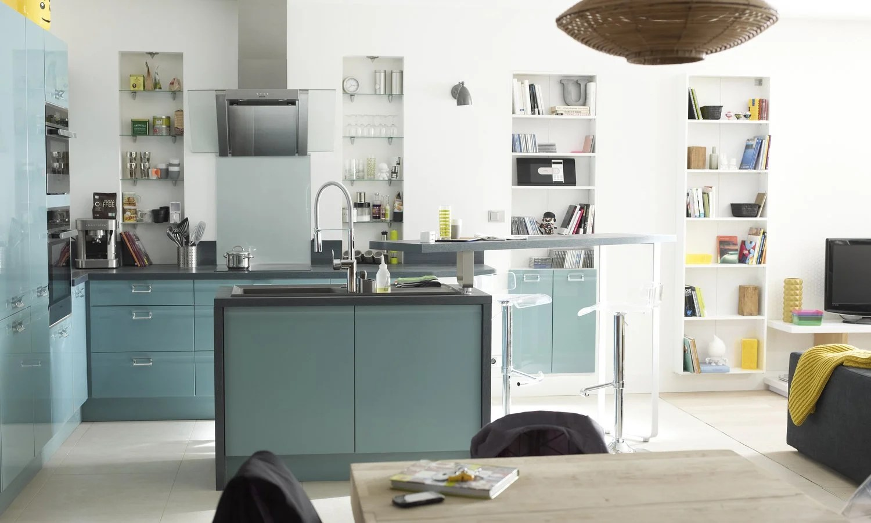 Une cuisine bleue ouverte sur le salon  Leroy Merlin