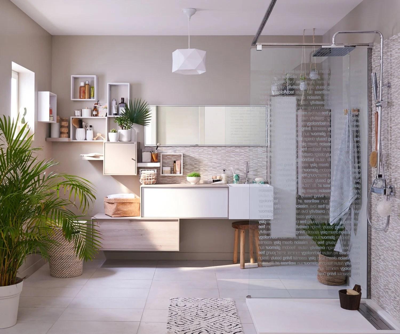 une salle de bains avec une douche a l italienne zen